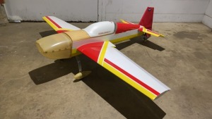 Carden Air Craft 330 Extra, 35% Red, white, yellow