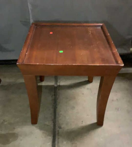 End Table 24x26x 23