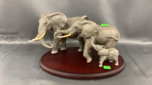 Lenox Elephant Family: 3 On Wooden Base 1994