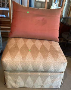Upholstered Diamond Pattern Lounge Chair 31x41x32