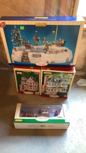 4 Lemax Christmas Village, Table Accent, 2 Lighted